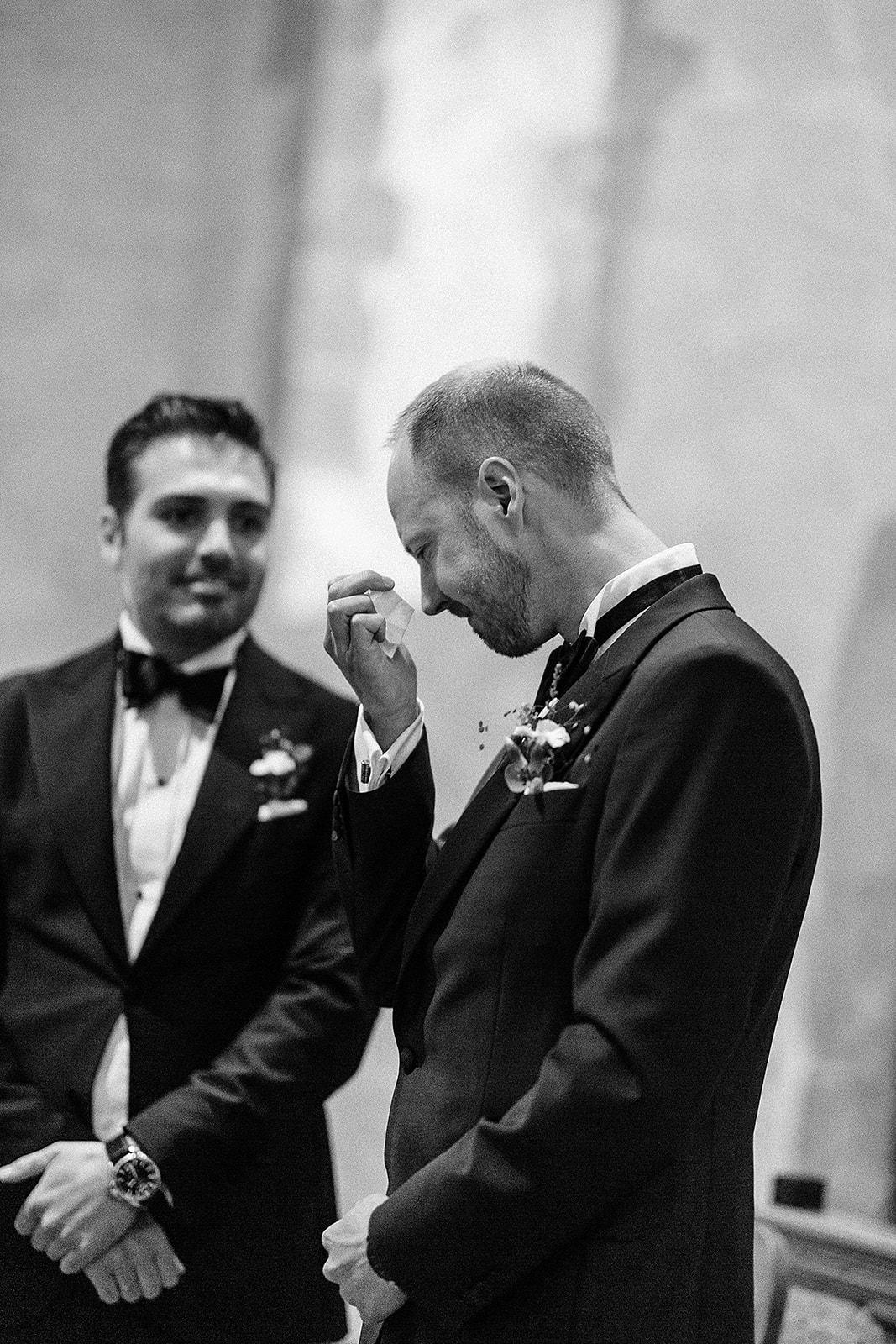 Brudgommen ser bruden for første gang